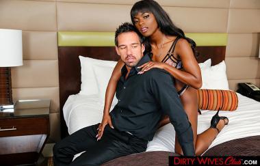 Ana Foxxx, Johnny Castle – Ana Foxxx braucht Zimmerservice für Kaffee und Schwanz !!! – Dirty Wives Club (NaughtyAmerica)
