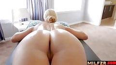 Sohn gibt Mutter Massage